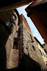 Lucca 98 (David OMalley) Tags: world old italy sun heritage history church monument beautiful architecture site ancient italia natural bright roman basilica traditional country sunny medieval christian unesco tuscany stunning tradition toscana monuments toscane picturesque idyllic epic antico medievale renaissance etruscan monumental toskana memorable rinascimento storia epoch etrusco  hlls