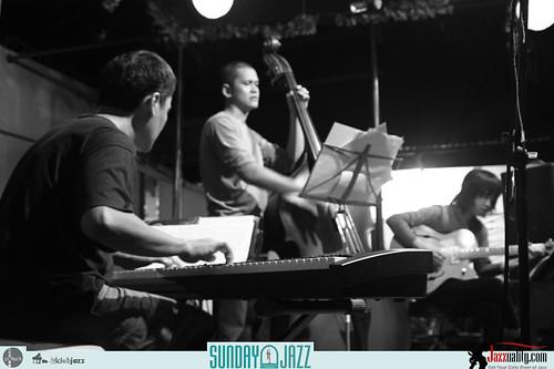 Riza-Arshad-Trio--Sunday-Jazz-October-2010 (5)