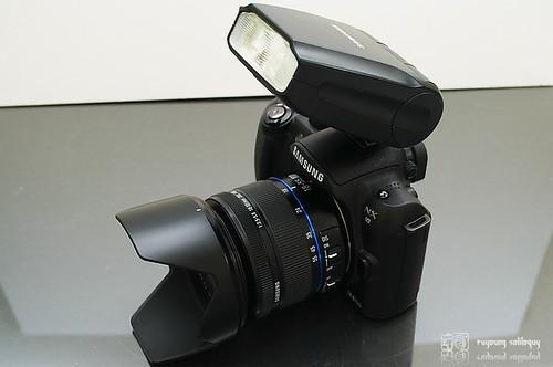 Samsung_NX10_flash_23