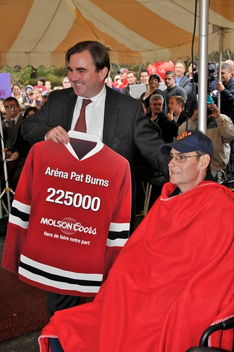 Andrew Molson presenting donation of $225,000 to Pat Burns Arena