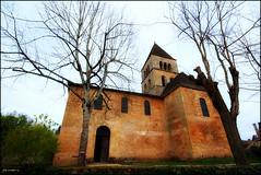 "L'église de Saint Léon et son ""Arbre de la Liberté"" (Pemisera) Tags: france dordogne périgord perigord aquitaine saintléonsurvézère arbredelaliberté rocchecastelli rocchefariecastellicastleslighthosesbelltowers pemisera"