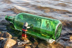 No Message in the Bottle (46/365) (Rafael Pealoza) Tags: trash river germany toy dresden bottle message alemania elbe picnik playmobil oneobject365daysproject 365toyproject capedghost