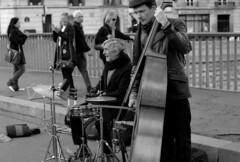 Stranded in Paris 49 - Jazz on the bridge (nickdemarco) Tags: leica paris blackwhite 75 m6 leicam6 fujineopan400 voigtlander75mmf18heliarclassic