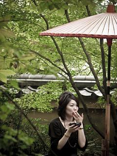 japonaise dans un jardin