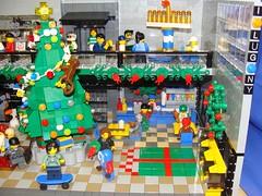 Holiday Shopping at the Mall LUG Showcase (14) (notenoughbricks) Tags: santa snowflake christmas mall lego christmastree wreath legostore lug menorah hannukah gardencity rooseveltfield holidayshopping dradle mallsecurity ilugny lugshowcase