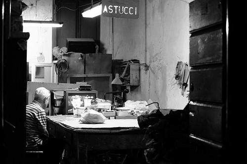 street bw italy rome roma strada italia noiretblanc oldman rue italie astucci batrân albnegru viellard