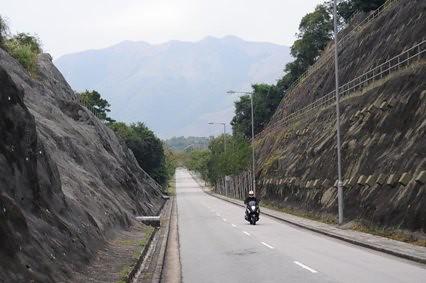 鹿頸(Luk Keng)近くの直線道路