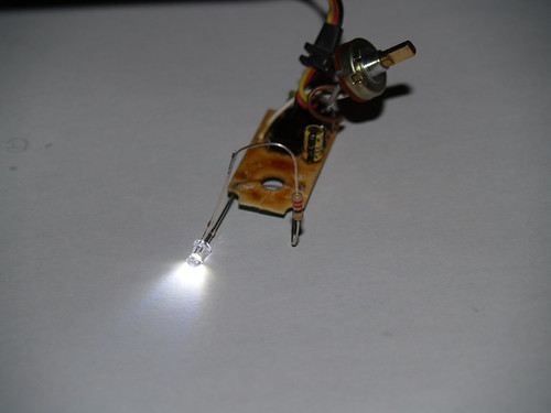 [TUTO] Allumer ces phares par la radio 5171499887_97711f522f