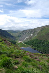 The Wicklow Mountains (sunshine arts) Tags: ireland summer mountains landscape hiking path hike eire boardwalk paysage wicklow campagne emeraldisle irlande montagnes randonne wicklowmountains spinc summer2010
