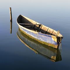 Lo specchio........!!!!! (Maurizio Tattoni....) Tags: italy lago nikon barca puglia riflesso gargano lesina theauthorsplaza elitegalleryaoi authorsclub mauriziotattoni marzo2011challengewinnercontest