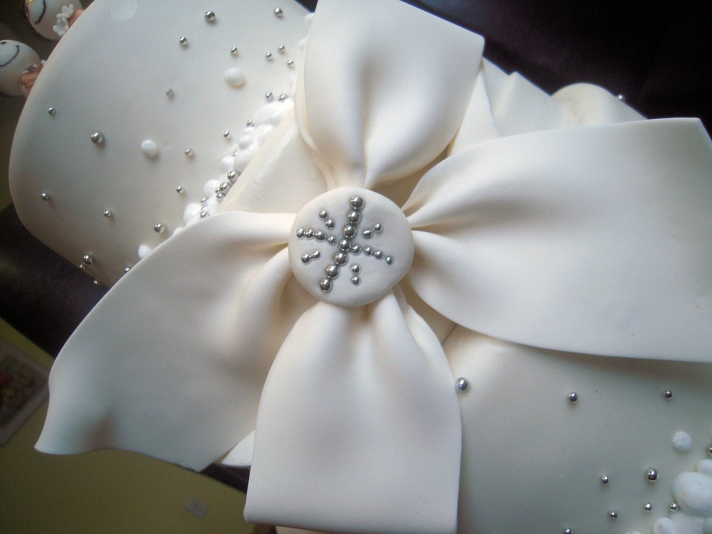 60th Anniversary Cake Bow Detail