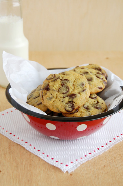 Chock-full of chocolate chip cookies / Cookies com muuuitas de gotas de chocolate