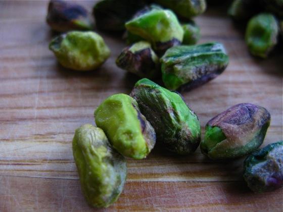 pistachio meringues 002
