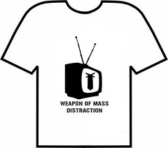 Arma de Distrao em Massa (El Fuego Shirts) Tags: television shirt de tv stencil massa weapon mass em camiseta distraction televiso arma destruio