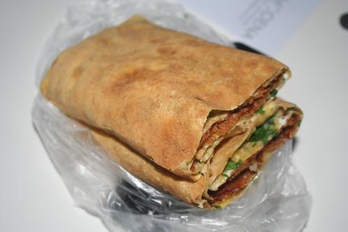 2010-11-21 - Shanghai - Street Vendor - 02 - Pancake sandwich