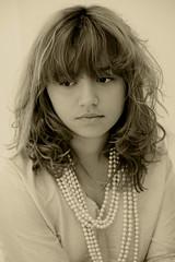 Elisa Rodrigues (Sandrinha Rodrigues) Tags: portrait girl riodejaneiro hair studio model retrato lips pearls modelo oldphoto menina estdio lbios cabelos prolas fotografiaantiga sandrarodrigues elisarodrigues sandrinharodrigues