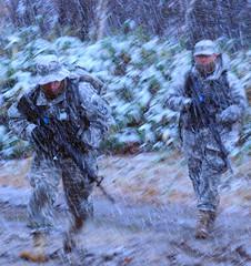 [フリー画像] 社会・環境, 戦争・軍隊, 兵士, 雨, アメリカ陸軍, 自衛隊, 201012011300