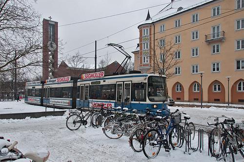 Wagen 2157 steht abfahrbereit im Wendegleis am Wettersteinplatz