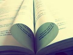 Eu amo livros. (Maria Boullan) Tags: love heart books corao livros amar liesel thebookthief ameninaqueroubavalivros