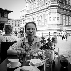 21i0617 (photo & life) Tags: italia italie city street streetphotography photography photolife™ jfl florence europe fujifilm fujinon fujifilmxpro2 fujinonxf14mmf28r 14mm blackandwhite noiretblanc women beauty squareformat squarephotography humanistphotography