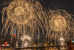 2017 Macys July 4th Fireworks-17 (bkrieger02) Tags: fireworks july4th macys macysfireworks macysjuly4thfireworks independenceday transmitterpark greenpoint brooklyn nyc newyorkcity manhattan skyline eastriver longexposure nightphotography color colorful sparkle empirestatebuilding chryslerbuilding reflections canon canonusa teamcanon 7dmkii sigma 24105 artlens waterrefelections