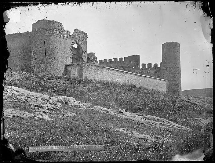 Castillo de San Servando en el siglo XIX. Fotografía de Casiano Alguacil.