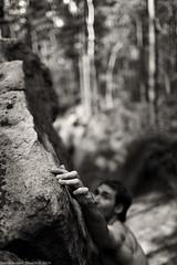L'envie des btes (6b) (f/4) Tags: france sepia forest dof hand bokeh main fingers climbing font climber bloc fort fontainebleau escalade grimpe bleau doigts 35mmf14 grimpeur isatis varappe franchard 1dsmkiii boulderign