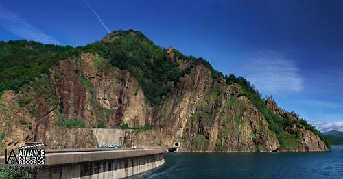 FROM VIDRARU WITH LOVE. Locaţie: Lacul Vidraru, jud. Argeş; Data: 25 iunie 2010; Cameră foto: Canon EOS 5D Mark II, Obiectiv: 70-200mm, 2.8; ISO: 200; Diafragma: 10; Focus: 110mm; Rezoluţie: 410 megapixeli; Fitru polarizare circular; Trepied normal; Autor: Mihnea Irimia. © Toate drepturile rezervate