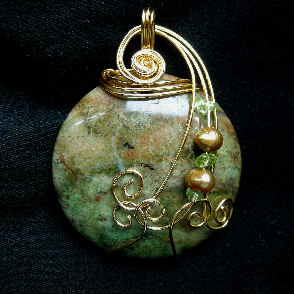 Green Pakistani Agate Gold Wire Wrapped Pendant Necklace
