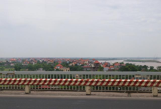 昇龍橋上看紅河