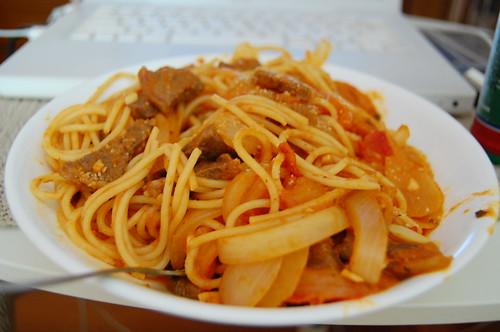 蕃茄牛肉洋蔥義大利麵