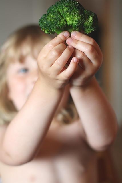 Stolt brokkoli spiser