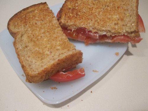 tomato sandwich