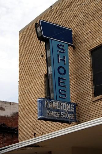 carlton's shoe store neon sign