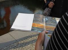 "Friederike erklärt ""The Boxers"" von Keith Haring (thmlamp) Tags: berlin outdoor skulptur indoor potsdamerplatz keithharing gwb inoutdoor theboxers guessedberlin берлин erikistderbeste gwbclaudialausb ratenmachtspas"