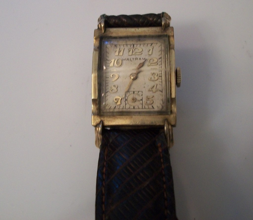 VINTAGE WALTHAM 10KT GOLD FILLED 19 JEWEL WRISTWATCH