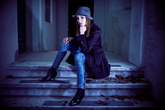 [フリー画像] 人物, 女性, 頬杖をつく, 帽子・キャップ, チリ人, 201007212100