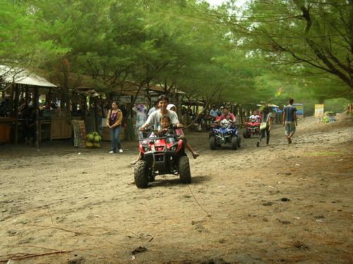 Motor ATV Pantai Kuwaru