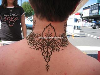 Neck henna 1