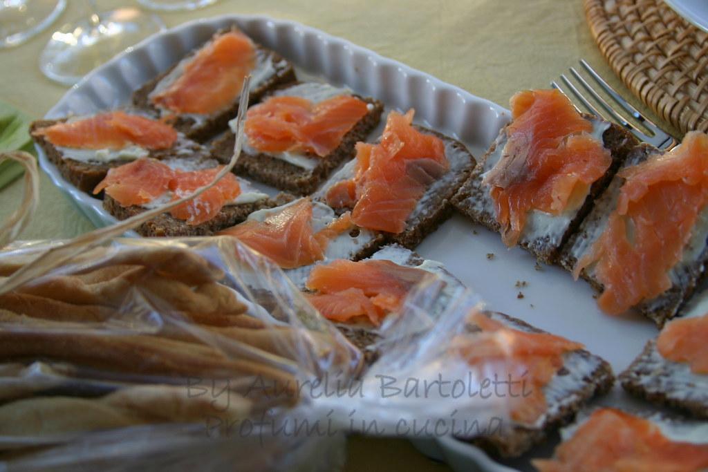 tartine al salmone e grissini delle Simili