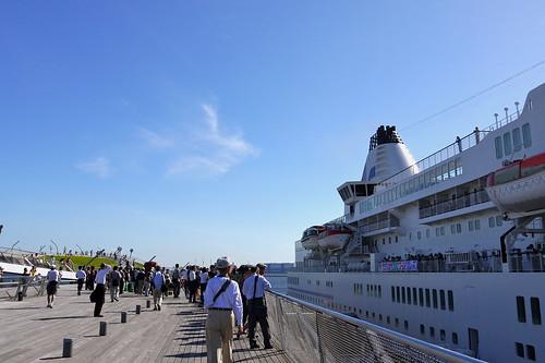 大桟橋は大賑わい