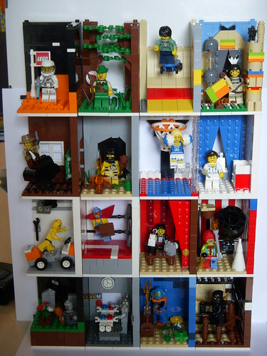 MOCing about with minifigs 4821310956_5f5de6a61f