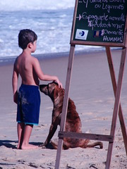 (itfer) Tags: ocean brazil woman dog beach paraty mar kid women cachorro criana negra oceano