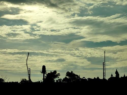 從六福莊遠眺六福村的雲霄飛車