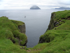 Faroe Islands, View from Stra Dmun to Ltla Dmun and Suuroy (Eileen Sand) Tags: ocean trip travel sea wild summer vacation people naturaleza holiday green nature beautiful clouds denmark island islands europa europe view photos natur skandinavien august cliffs atlantic explore tur scandinavia seashore schooner faroeislands myndir nttra excursion billeder 2010 dania northatlantic dimon oce faroes froyar frarna freyjar frerne wildnature faroese frer foroyar nordlyset norlsi ltladmun slupp dimun stradmun isolefaroe dmun august2010 islasferoe fryane faerer  skonnart trur  eileensand wyspyowcze islandjumping tfer storedimon turtilstradmun tfertilstradmun tfervinorlsinum