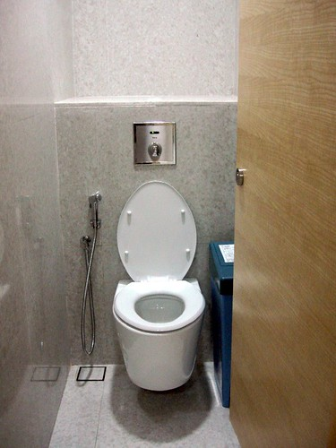 doubletree hilton KL - washroom