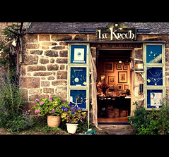 La Krech - Welcome to Locronan (Quicksil7er) Tags: france flower color shop composition brittany bretagne locronan quicksil7er