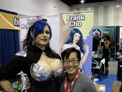 Frank Cho es feliz...