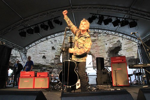 Mike Peters Rocks Rhuddlan!