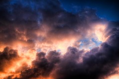 Cielo e Infierno (Heaven and Hell) (Dibus y Deabus) Tags: sky clouds canon eos heaven hell cielo nubes 7d hdr infierno